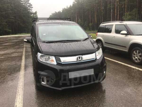 Honda Freed Spike, 2014 год, 700 000 руб.