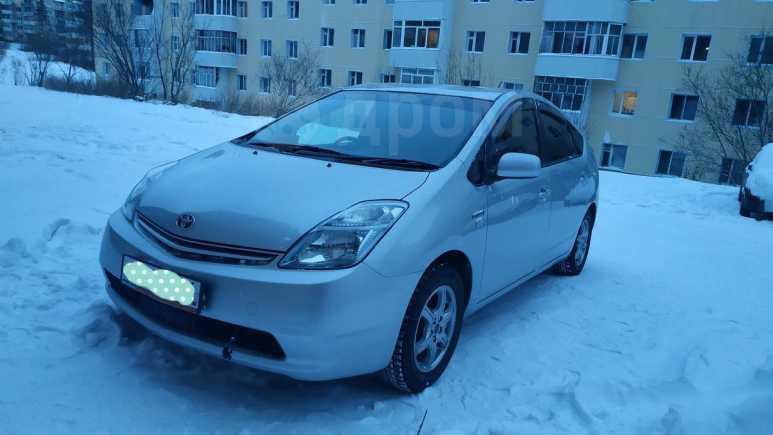 Toyota Prius, 2011 год, 570 000 руб.