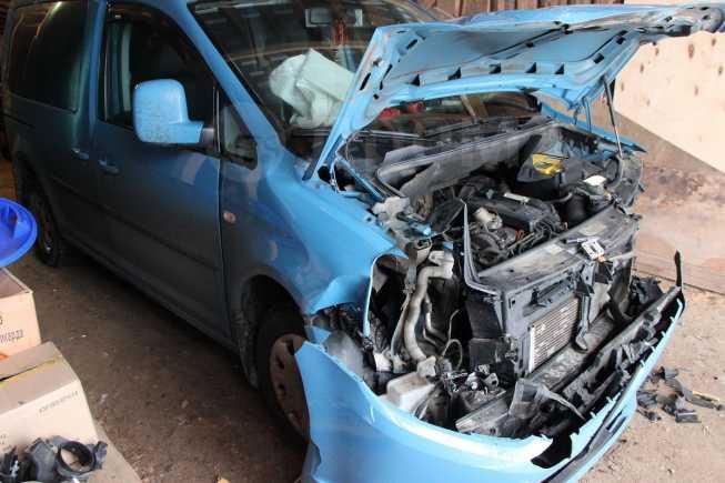 Volkswagen Caddy, 2011 год, 619 000 руб.