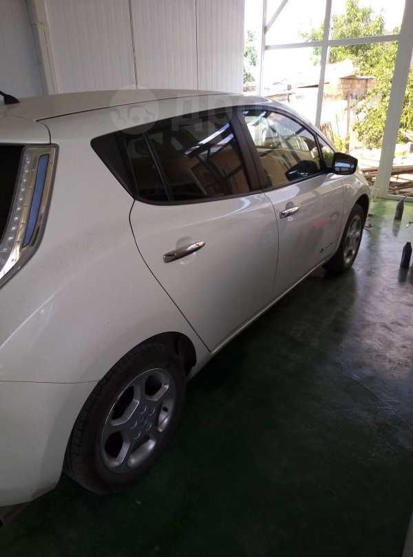 Nissan Leaf, 2017 год, 900 000 руб.