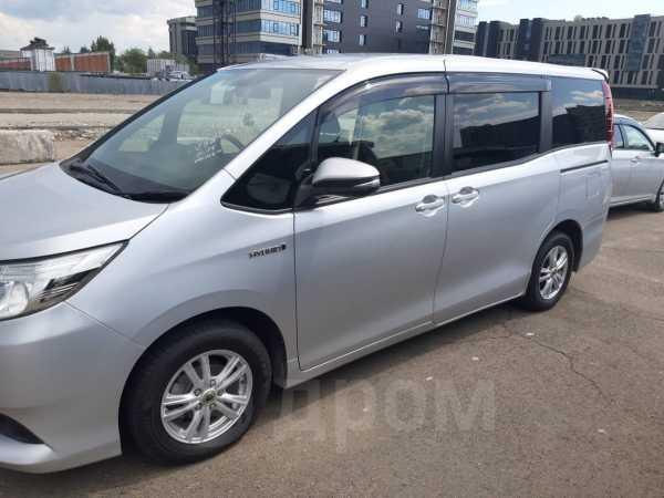 Toyota Noah, 2014 год, 1 240 000 руб.