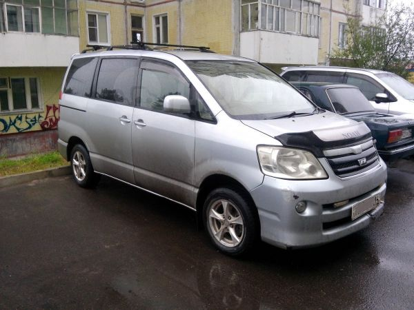 Toyota Noah, 2003 год, 420 000 руб.