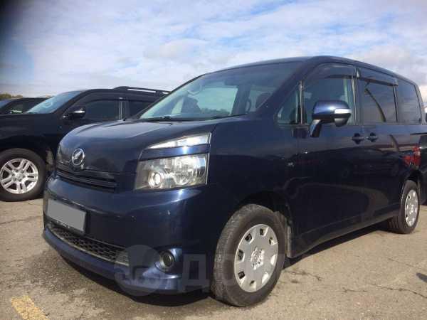Toyota Voxy, 2009 год, 820 000 руб.