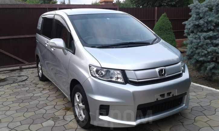 Honda Freed Spike, 2015 год, 835 000 руб.