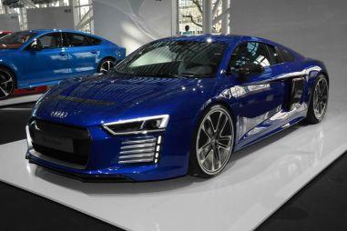 Слухи: Audi R8 нового поколения будет вырывать асфальт из-под колес. Но ему понадобится розетка