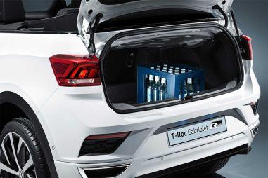 Volkswagen превратил маленький кроссовер T-Roc в кабриолет, и его багажник вмещает ящик напитков