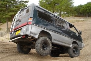 Народное ретро. Микроавтобус Mitsubishi Delica 4WD — звезда «вагонов»