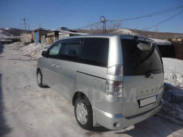 Toyota Voxy, 2003 год, 520 000 руб.