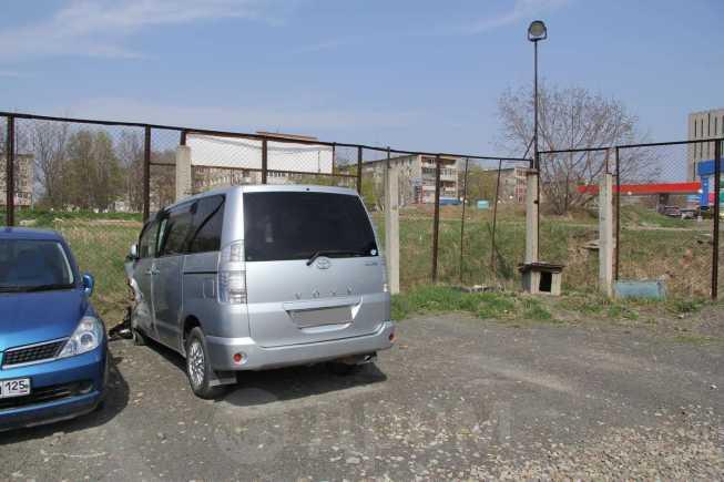 Toyota Voxy, 2004 год, 350 000 руб.