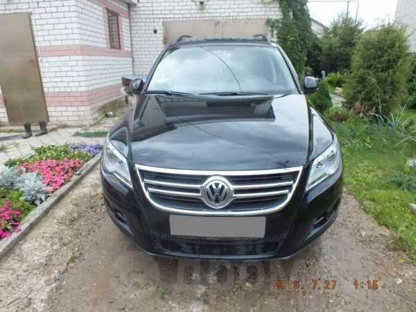 Volkswagen Tiguan, 2010 год, 830 000 руб.