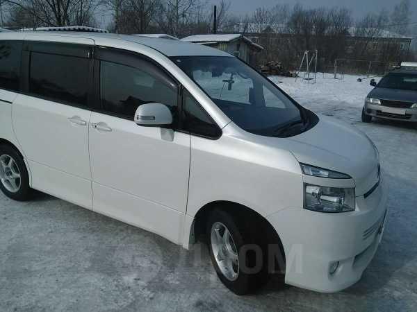 Toyota Voxy, 2008 год, 675 000 руб.