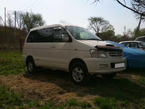 Toyota Town Ace Noah, 2000 год, 305 000 руб.