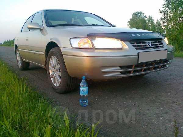 Toyota Camry, 1999 год, 305 000 руб.