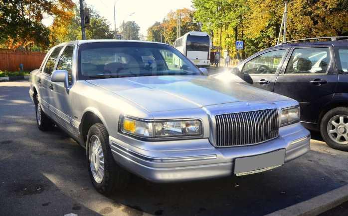 Lincoln Town Car, 1995 год, 270 000 руб.