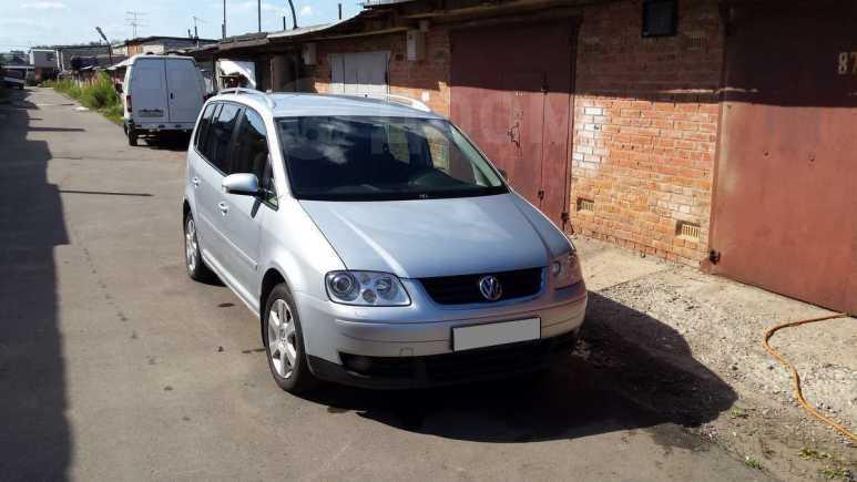Volkswagen Touran, 2003 год, 425 000 руб.