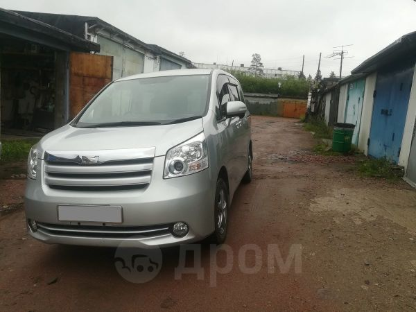 Toyota Noah, 2008 год, 720 000 руб.