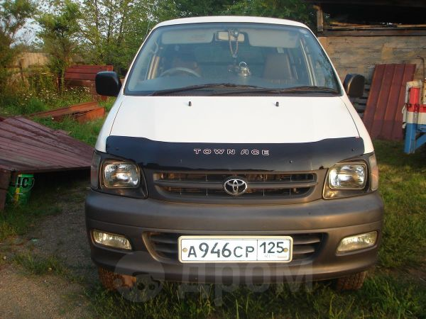 Toyota Town Ace, 2003 год, 385 000 руб.