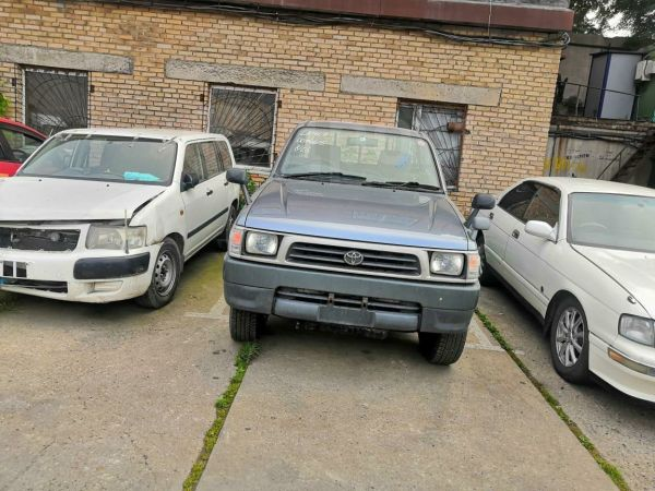 Toyota Hilux Pick Up, 2000 год, 600 000 руб.