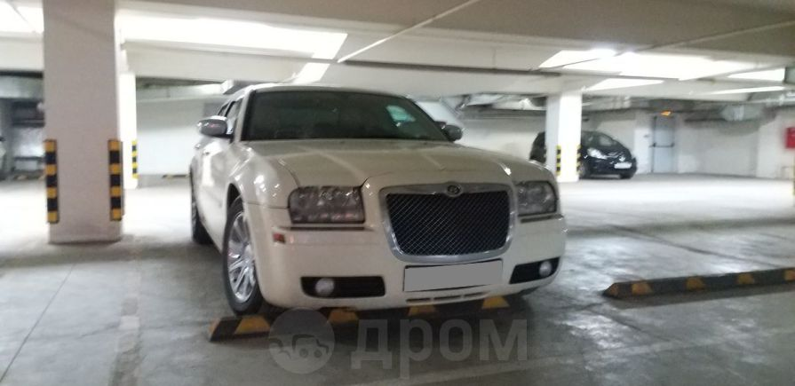 Chrysler 300C, 2004 год, 666 000 руб.