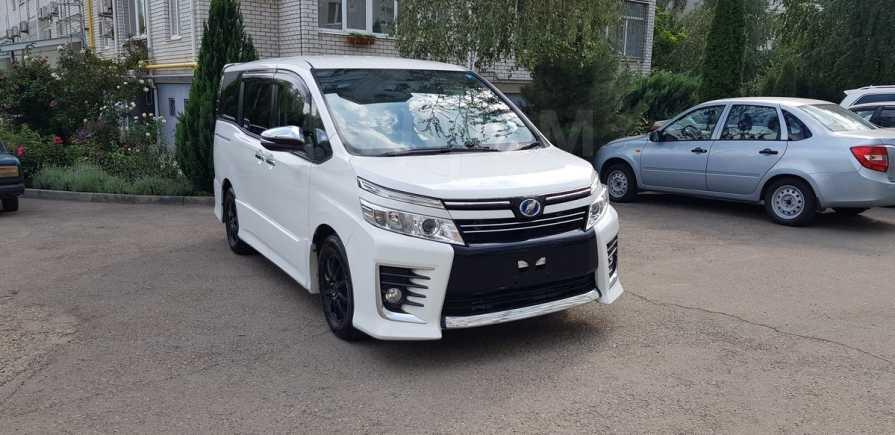 Toyota Voxy, 2015 год, 1 330 000 руб.