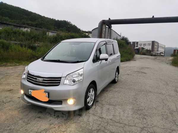 Toyota Noah, 2011 год, 995 000 руб.