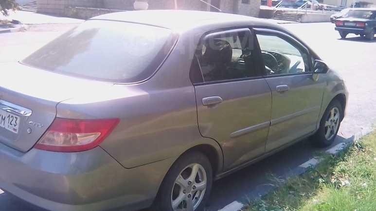 Honda Fit Aria, 2005 год, 219 000 руб.