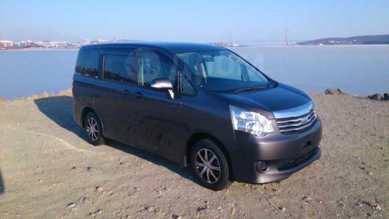 Toyota Noah, 2013 год, 970 000 руб.