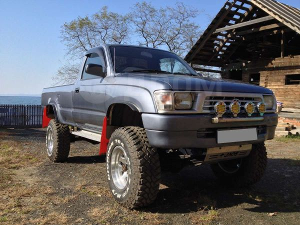 Toyota Hilux Pick Up, 1999 год, 500 000 руб.