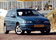 Alfa Romeo 145 рестайлинг 1999, хэтчбек 3 дв., 1 поколение, 930A
