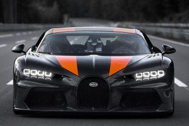 Bugatti установила новый рекорд скорости: 490 км/ч (ВИДЕО)