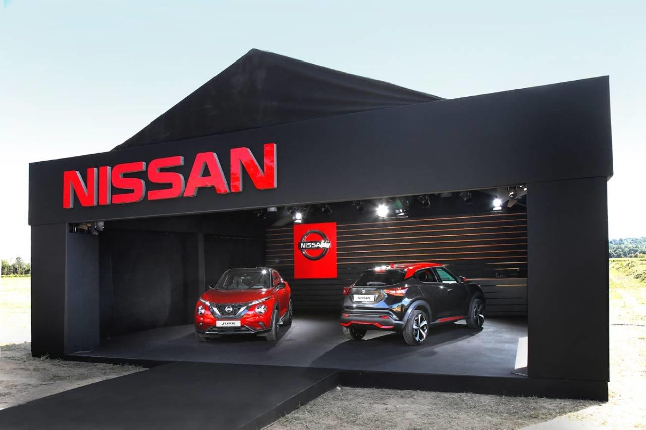 Nissan потроллил автосалон во Франкфурте собственной выставкой в деревне