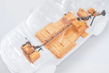 Volvo рассказала, как защитила батарейный отсек своего первого электрического кроссовера