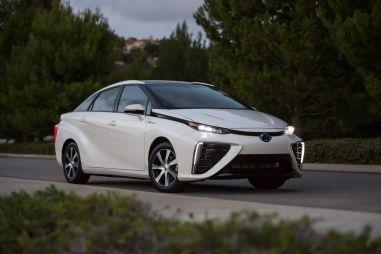 Toyota выпустит следующее поколение водородного седана Mirai в 2020 году