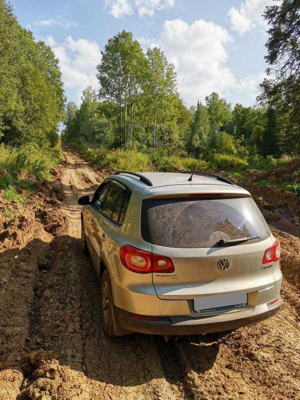 Volkswagen Tiguan, 2010 год, 690 000 руб.