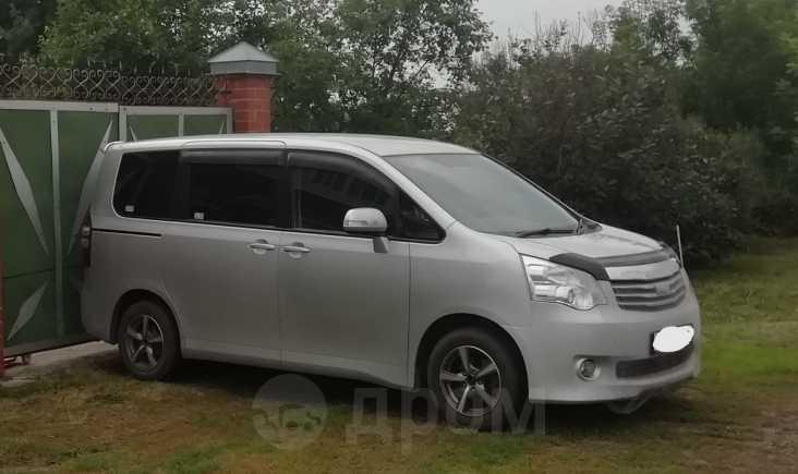 Toyota Noah, 2012 год, 799 000 руб.