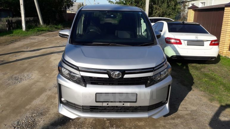 Toyota Voxy, 2014 год, 1 288 000 руб.