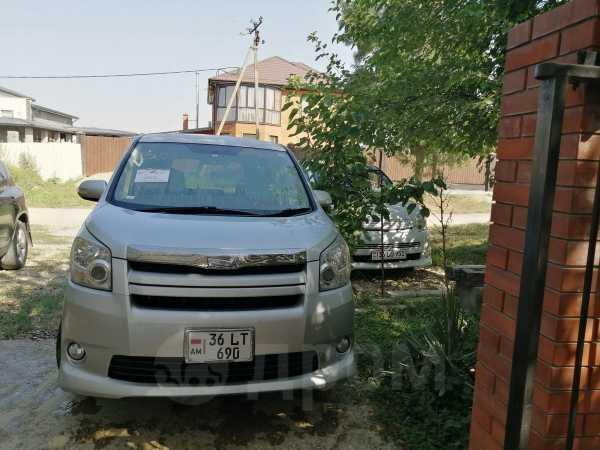 Toyota Voxy, 2008 год, 550 000 руб.