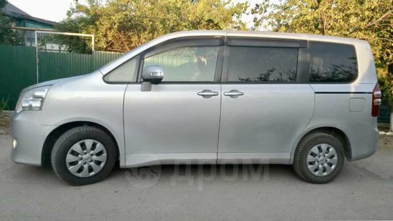 Toyota Noah, 2013 год, 1 190 000 руб.