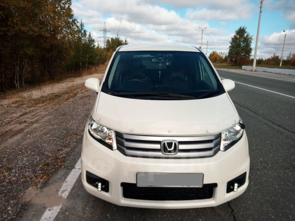 Honda Freed Spike, 2011 год, 690 000 руб.