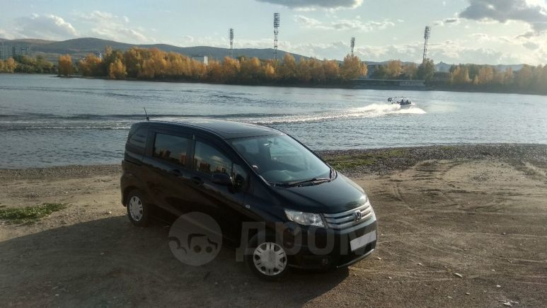 Honda Freed Spike, 2011 год, 590 000 руб.