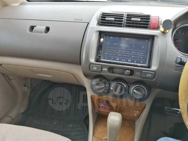 Honda Fit Aria, 2004 год, 240 000 руб.