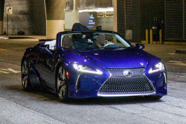 Грядет премьера: кабриолет Lexus LC растерял весь камуфляж