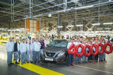 С конвейера завода Nissan в Санкт-Петербурге сошел юбилейный автомобиль