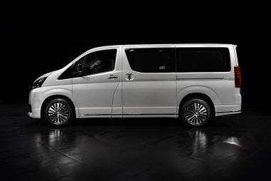 В России начали продавать люксовую версию новой Toyota Hiace