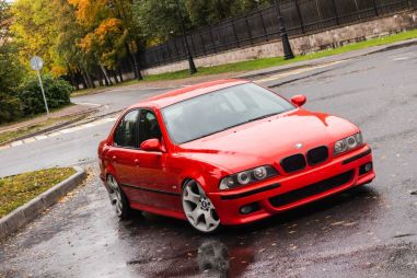 «Пятерка» BMW E39. Ставь на красное
