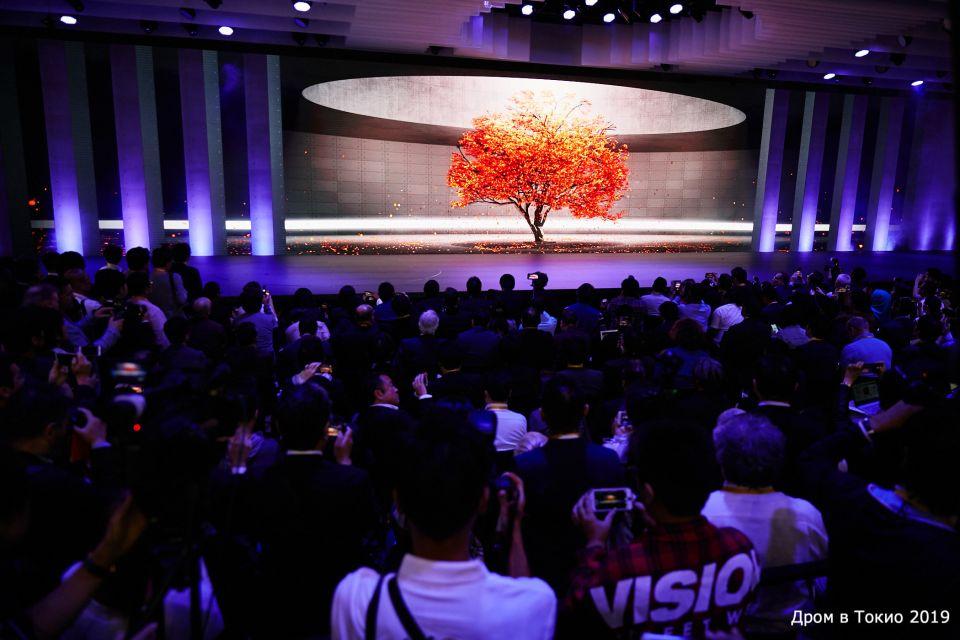 Осеннее дерево. Такое реально красивое, что не вериться, ведь оно просто картинка на экране.