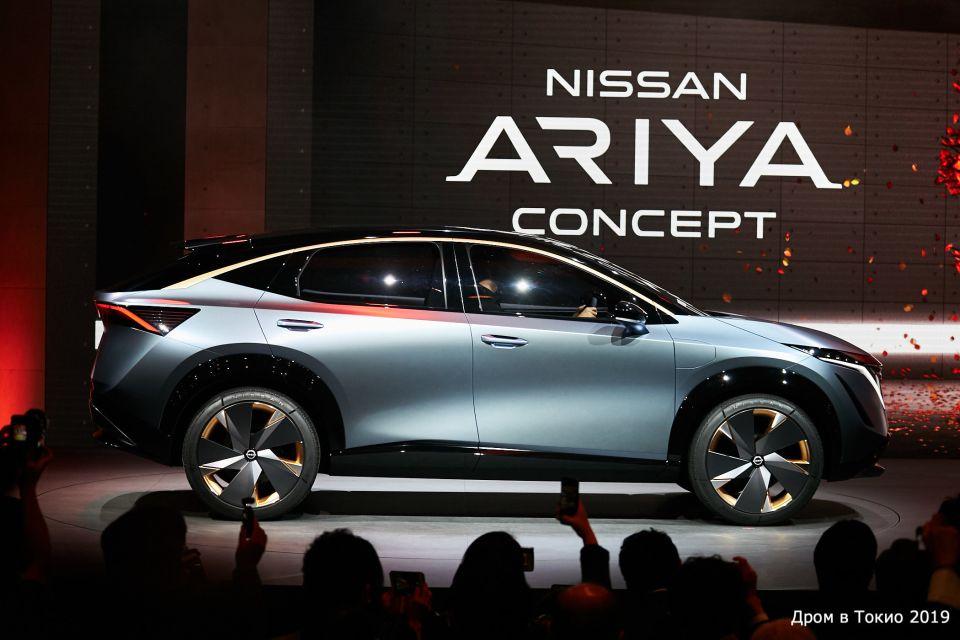 Nissan Ariya. Электрический концепт-кар. Во время презентации авто акценты делались на внешний вид, уютных интерьер и умные системы помощи водителю.