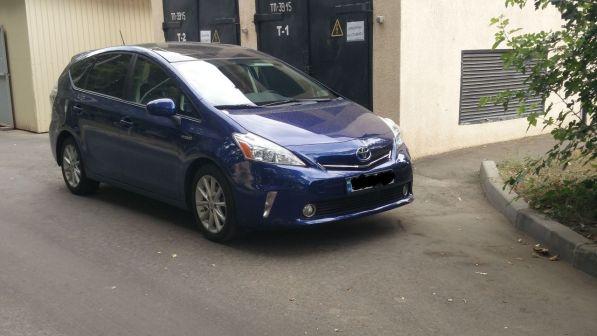Toyota Prius v 2011 - отзыв владельца