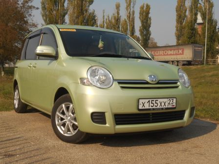 Toyota Sienta 2012 - отзыв владельца