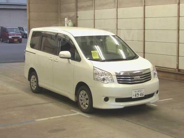 Toyota Noah, 2011 год, 955 000 руб.